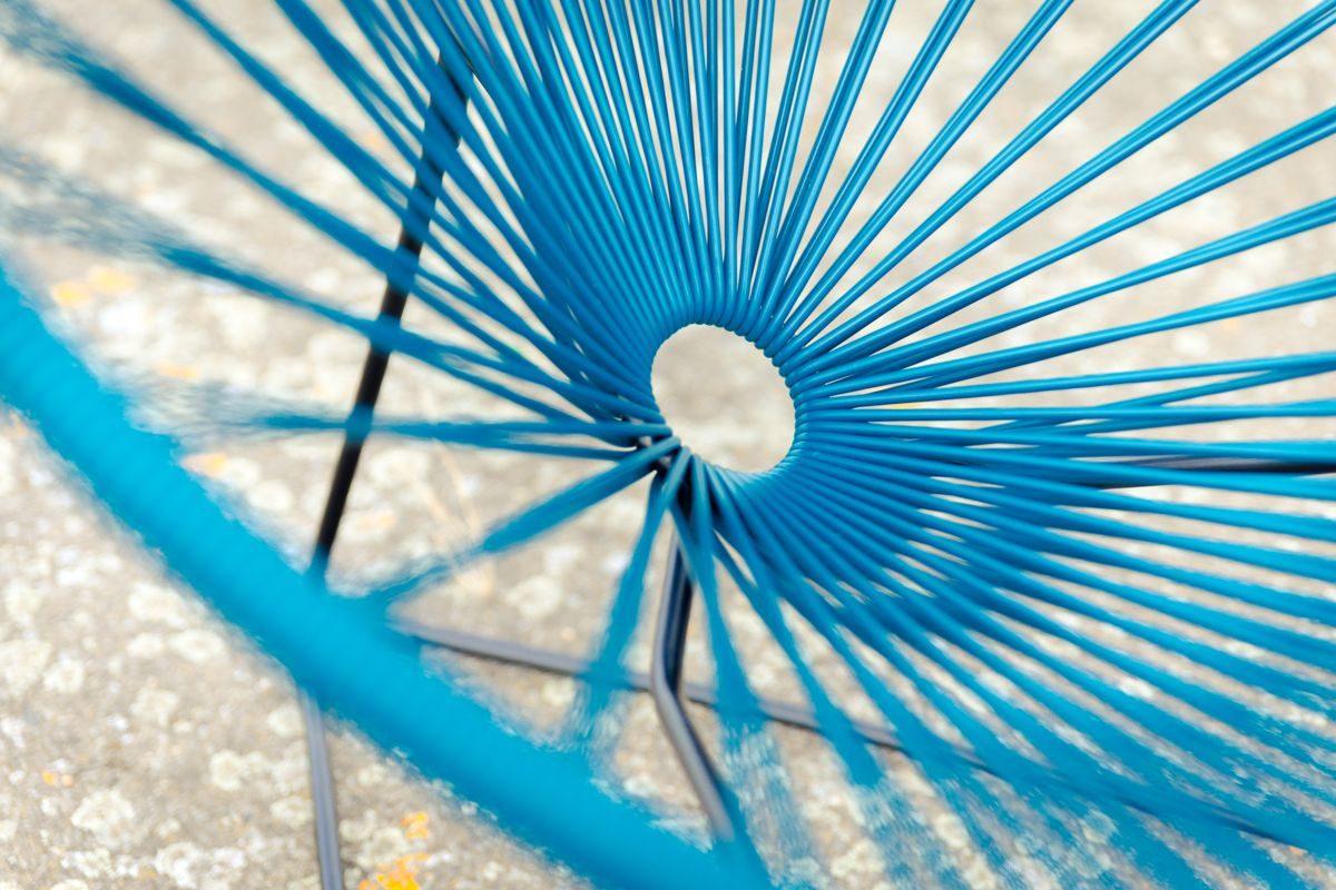 détail fauteuil Acapulco bleu, de la marque Boqa, agence Parade