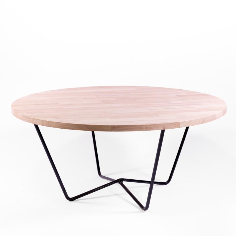 table basse ronde, plateau en bois clair et pieds en métal noirs, création agence Parade