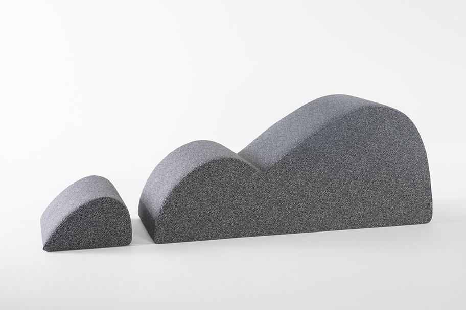 module en tissu gris avec repose pieds, de la marque Smarin, agence Parade
