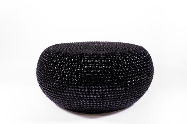 table basse en pastilles de métal noires, de la marque Pols Potten, agence Parade