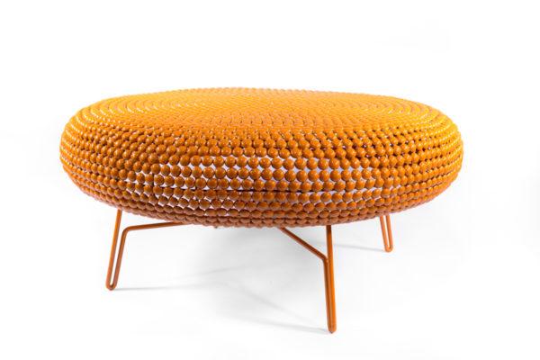 grande table basse en pastilles de métal oranges, design, de la marque Pols Potten, agence Parade