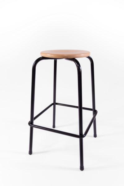 tabouret haut d'écolier piètements noirs en métal et assise en bois
