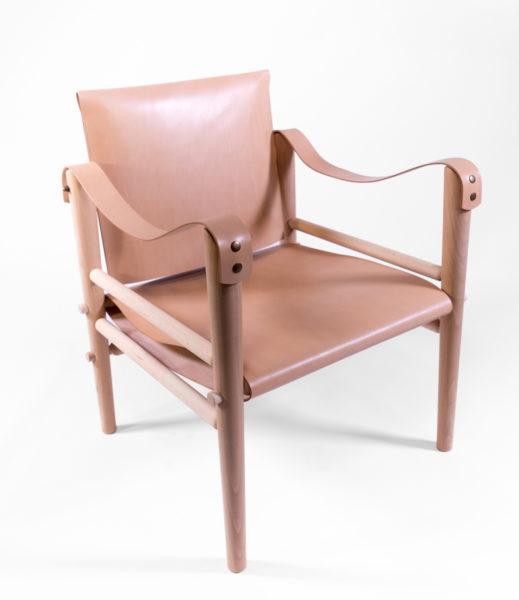 fauteuil en bois et cuir, de la marque Temps Libre, agence Parade