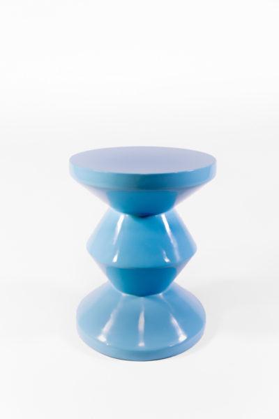 tabouret zig zag bleu ciel laqué, de la marque Pols Potten, agence Parade