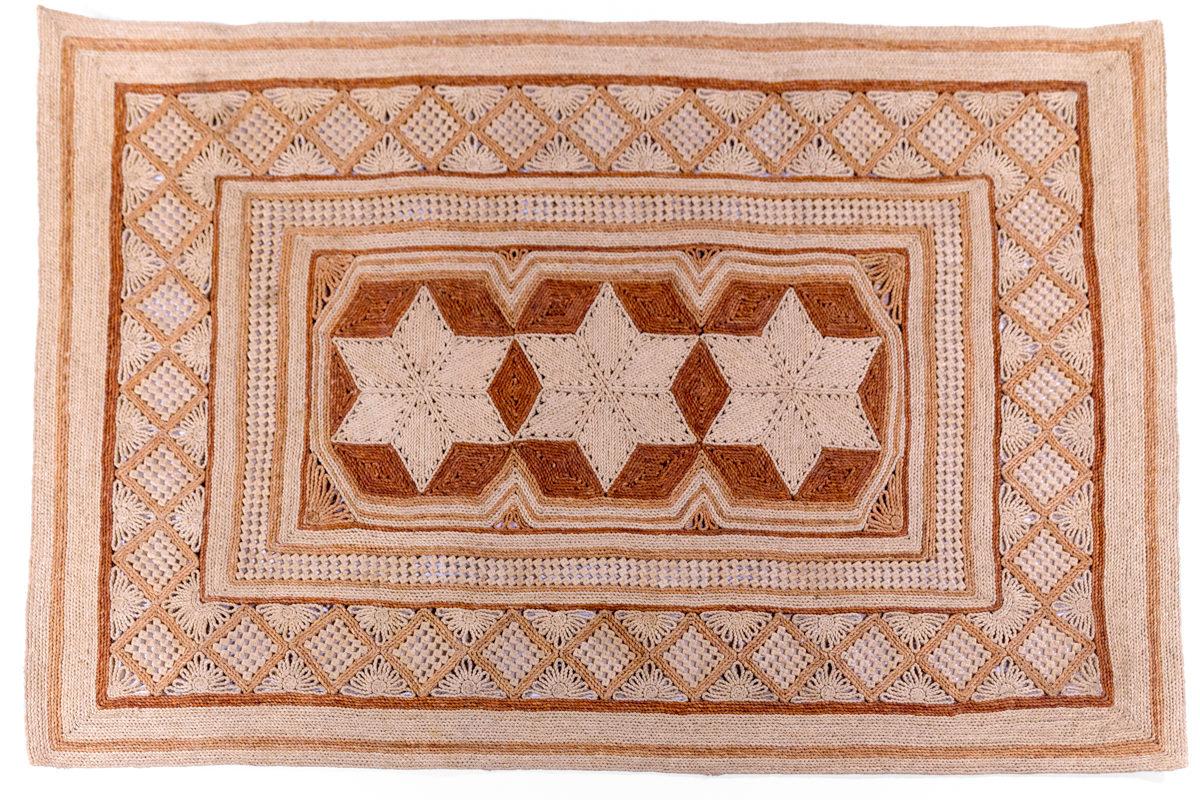tapis rectangulaire vintage en paille, motifs géométriques, agence Parade