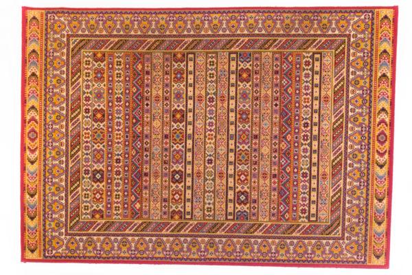grand tapis oriental vintage, couleurs chaudes, agence Parade