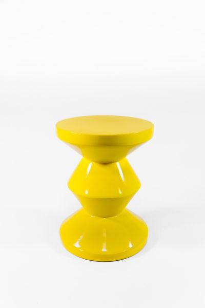 tabouret zig zag jaune laqué de la marque Pols Potten, agence Parade