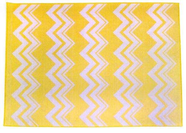 tapis jaune rectangulaire, motifs géométriques blancs, agence Parade