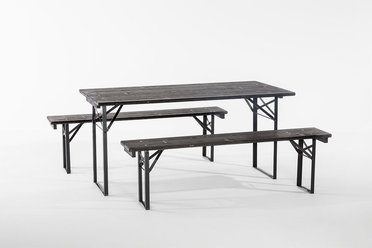 table berlinoise en bois lasure noire, pliante, banc en bois laser noir pliant, la Trésorerie, agence Parade