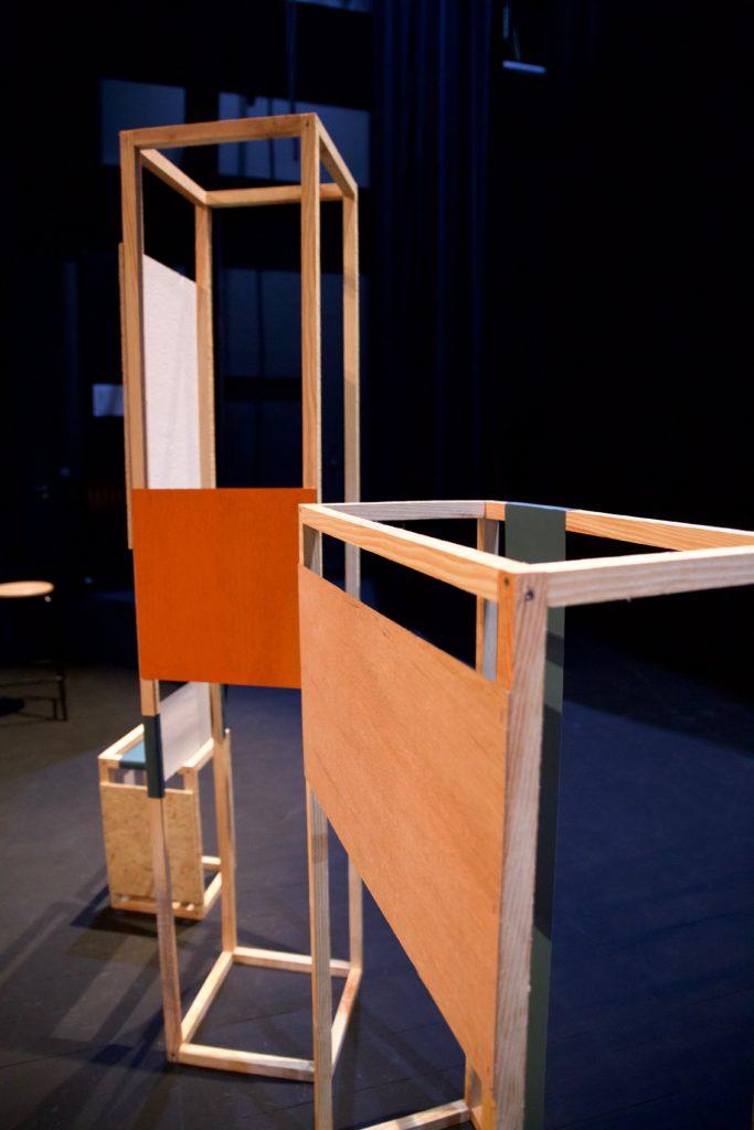 structures en bois, éléments de décor conférence, agence Parade