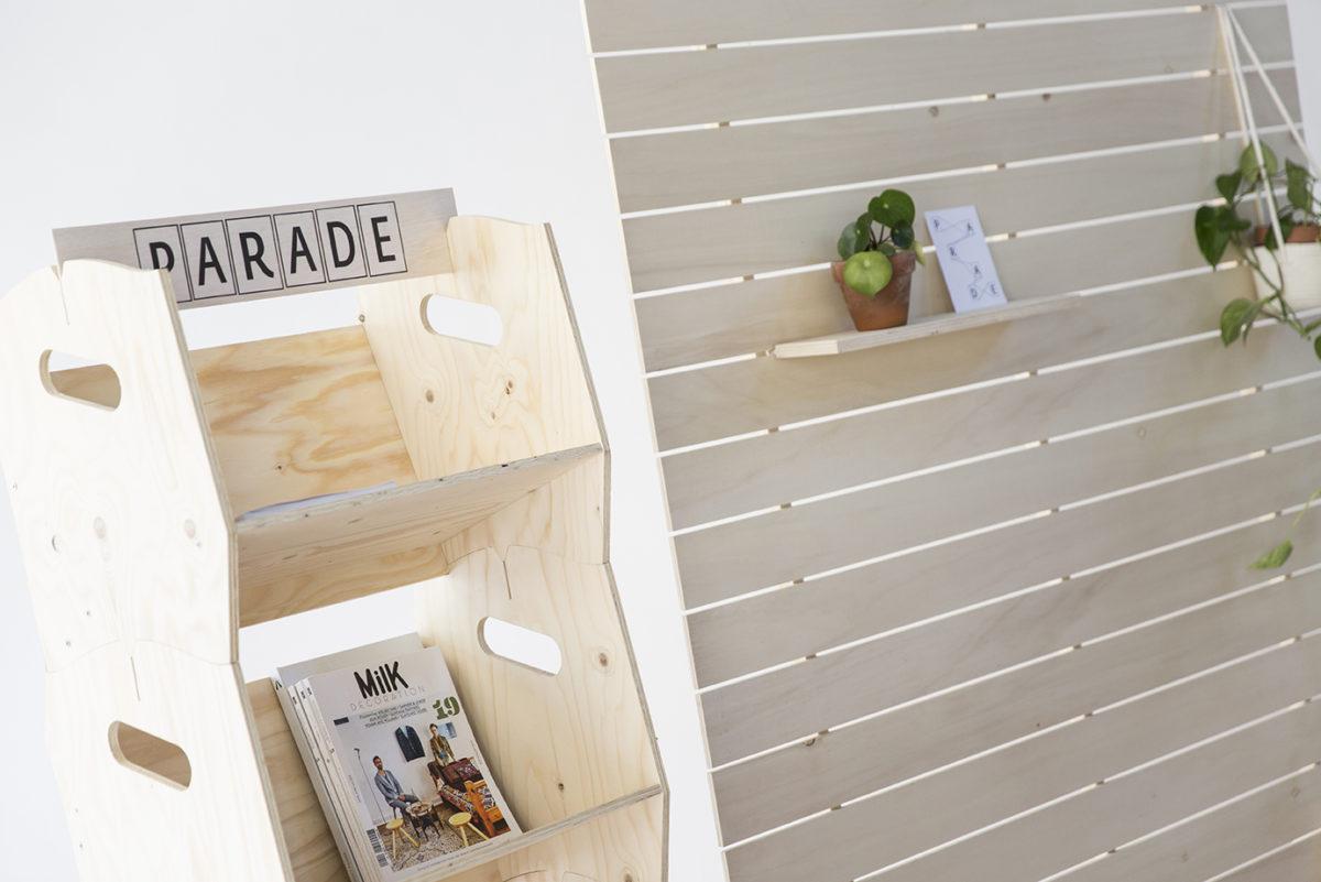 présentoirs en bois et paravent, agence PARADE