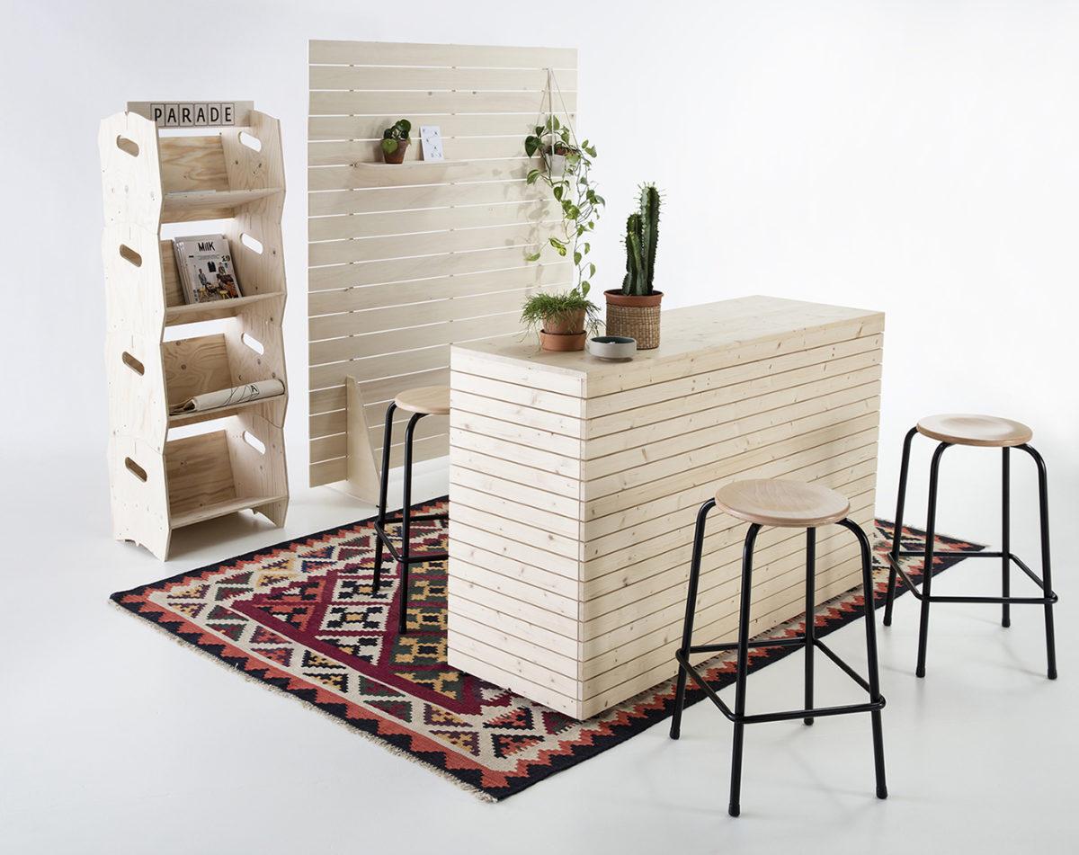 présentoirs en bois, paravent et comptoir d'accueil, pack stand, agence PARADE