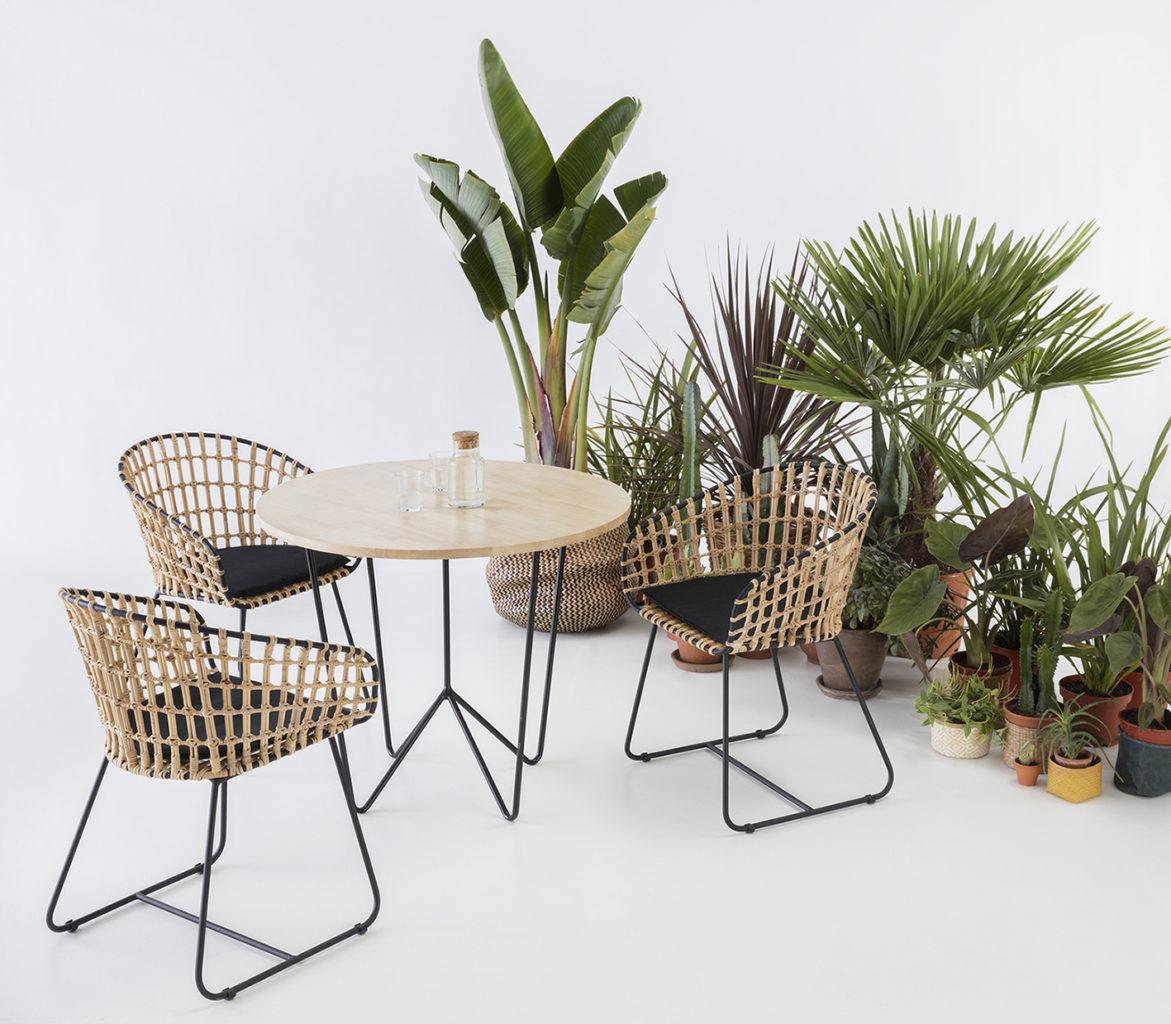 set-design, table ronde et fauteuil en osier, agence PARADE